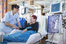 Dialysepatientin im Klinikum Wels-Grieskirchen