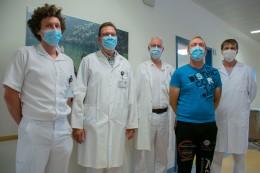 Patient mit Ärzte-Team der Aortendissektion