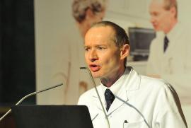 Prim. Univ.-Prof. Dr. Klemens Trieb begrüßt die rund 400 Besucher