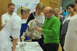Die Besucher nutzten die Möglichkeiten, um ihre Fragen direkt an die Experten zu richten