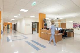 Geburtshilfe Wels: Stützpunkt – Zentral im Entbindungsbereich befindet sich der Hebammen-Stützpunkt