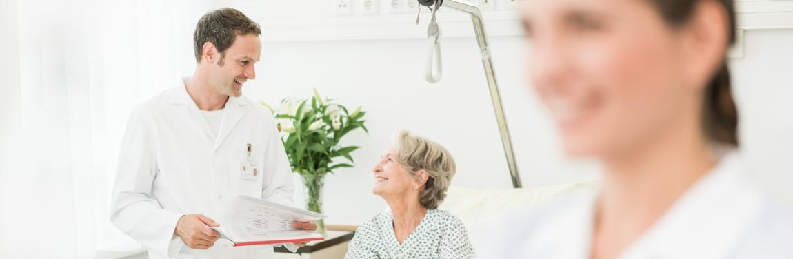 Arzt Patientin Pflege