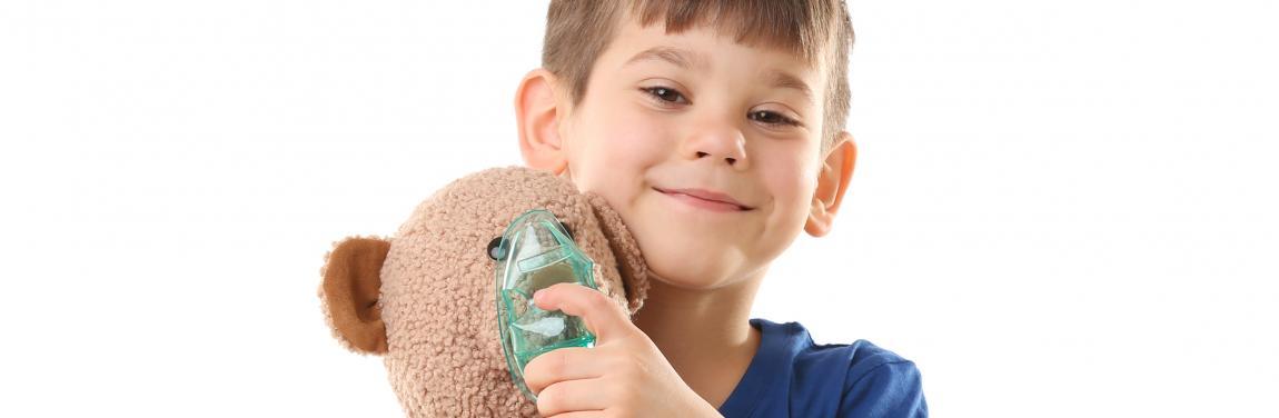 Kind mit Inhalator