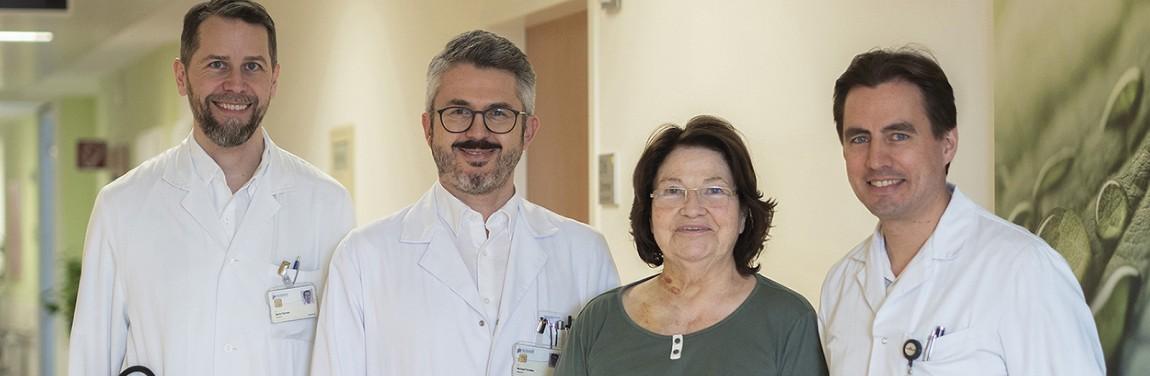 Ärzteteam mit Patientin