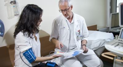 Regelmäßige Blutdruckkontrolle hilft