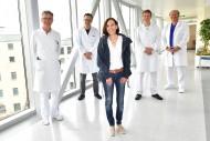 v.l.n.r. Prim. Dr. Eckmayr, Univ.-Doz. Dr. Tomaselli, Patientin, Prim. Priv.-Doz. Dr. Knotzer, OA Dr. Kolb